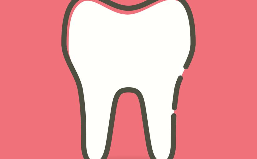 Prześliczne zdrowe zęby także olśniewający uroczy uśmieszek to powód do dumy.